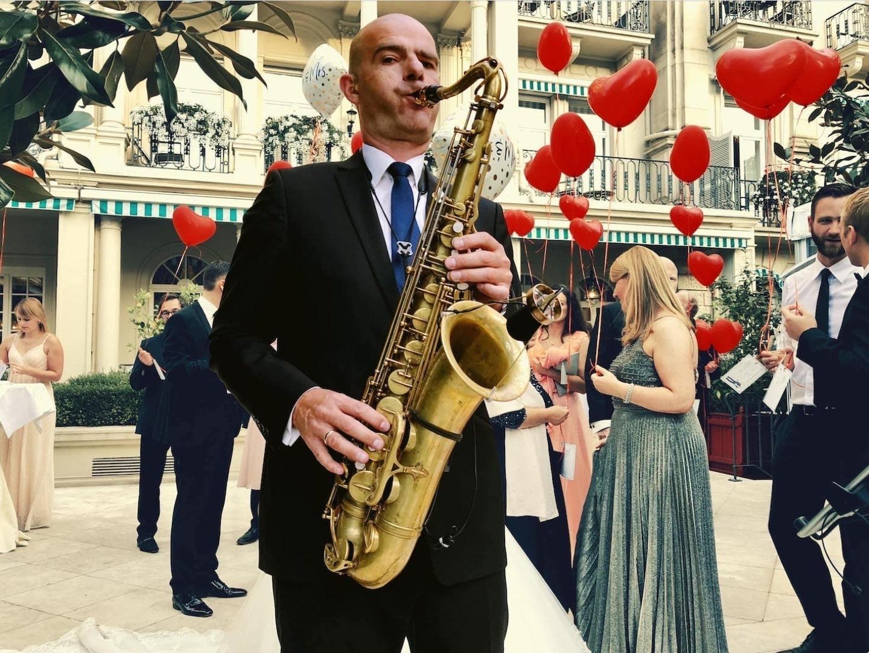 Saxofonist Sebastian Lilienthal: Stilvoll UNTERHALTEN! Buchen Sie einen Saxofonisten für Ihre Festlichkeit.